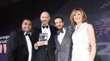ecccsa.Large Contact Centre Winners Vodafone Italia with Fiona Bruce.nov.2016.1